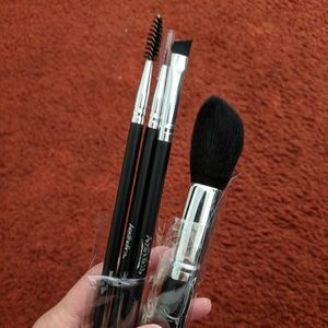 Other - NWT Aesthetica 4 makeup brushes